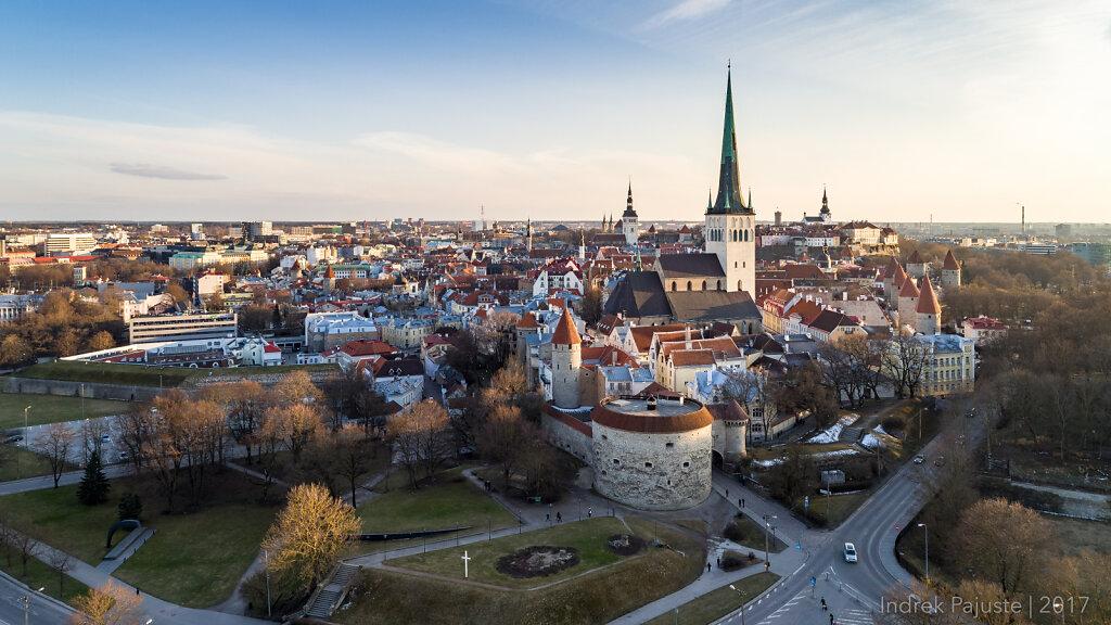 Tallinna vanalinn päikeseloojangul