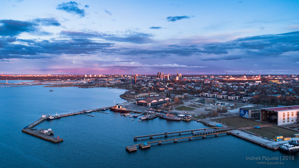 Vaade Noblessnerist Tallinna kesklinna suunal